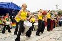 Fotografia: Hudobné vystúpenie počas Dúhového pridu, fotograf: Filip Ogurcak, tagy: Duhovy pride, bubny, predstavenie, farby