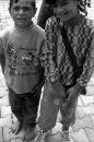 Fotografia: Rumunské deti ulice, fotograf: Peter Vojtek, tagy: Rumunsko, Sigišvára, žobranie, bosý